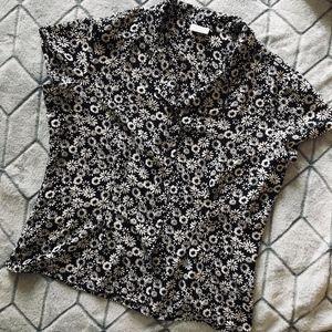 Covington Black & White Sunburst Blouse